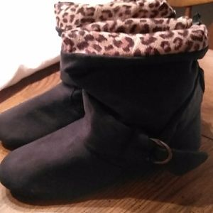 Sag Harbor ankle boots size 6